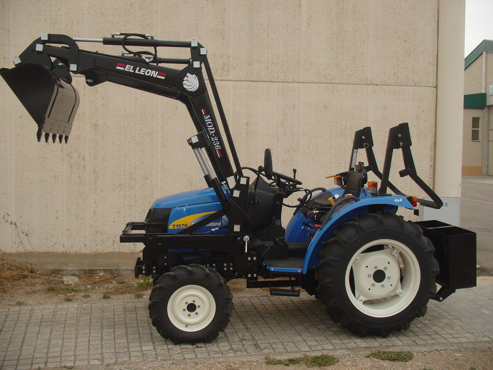 Pala 236 P - New Holland T - 1570 D.T.